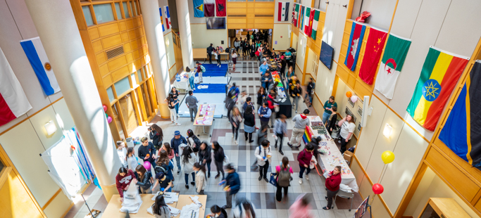 Overview of students in the atrium.